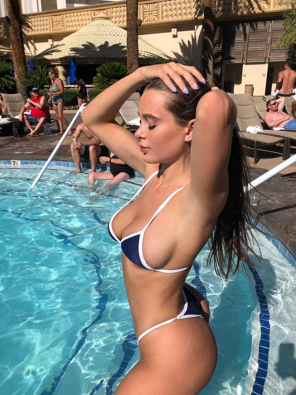Lana Rhoades nue sur snap
