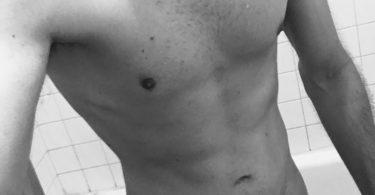 nude mec après la douche