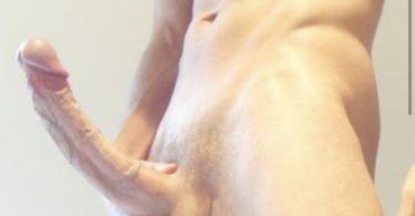homme bg nu avec une grosse bite en érection
