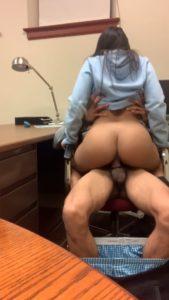 petite salope baise au bureau