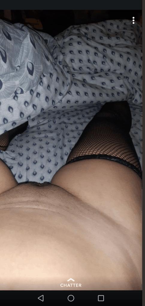 bas sexy et chatte rasée