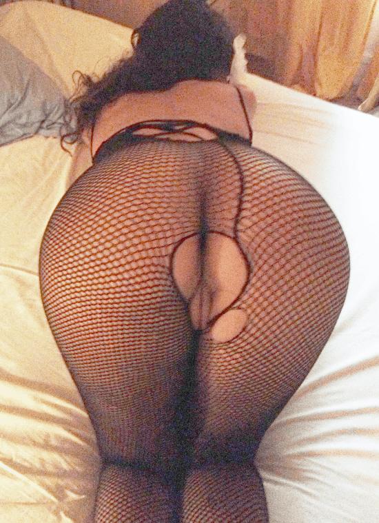 nadia montre son gros cul nu avec des collants