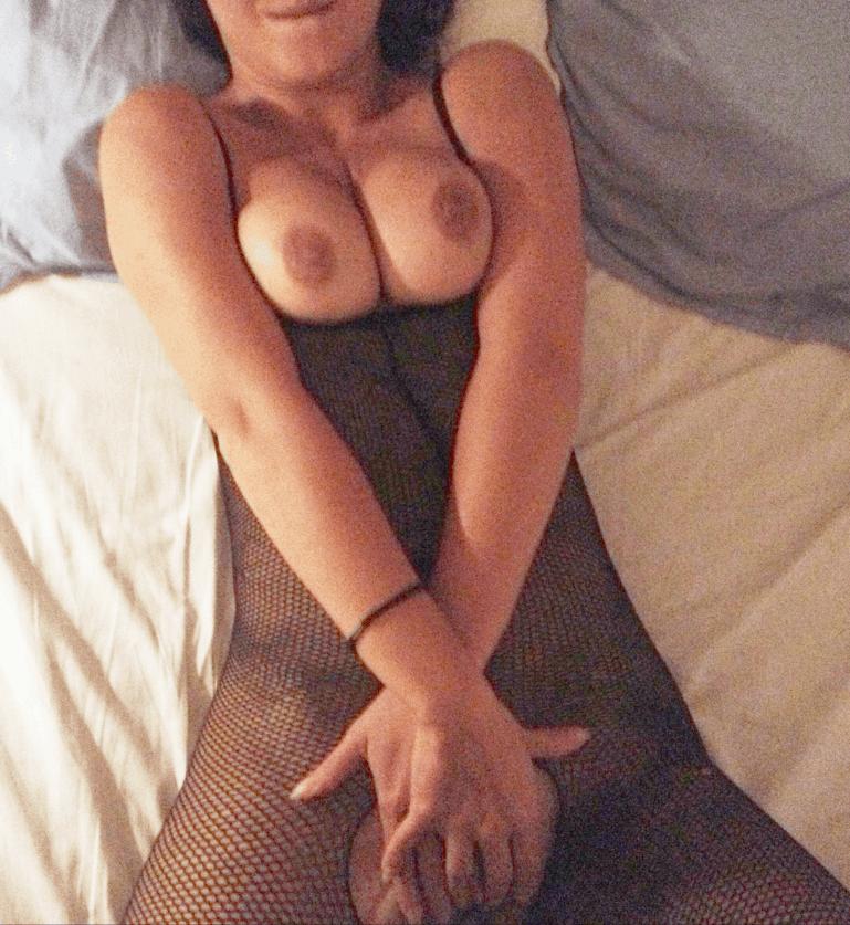 beurette chaude fait la salope dans le lit