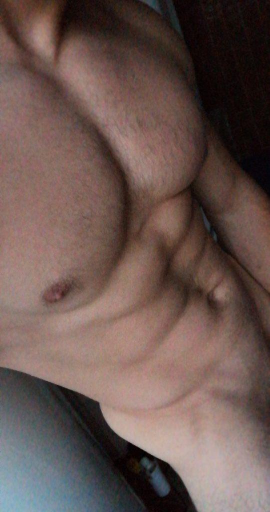 jeune homme musclé nude