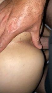 bite dans la chatte et doigt sur le cul d'une francaise